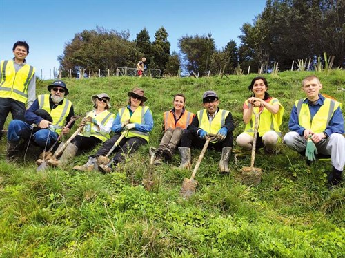 VOlunteers -from -all -walks -of -life -take -part -in -COnservation -Volunteers -NZ-projects