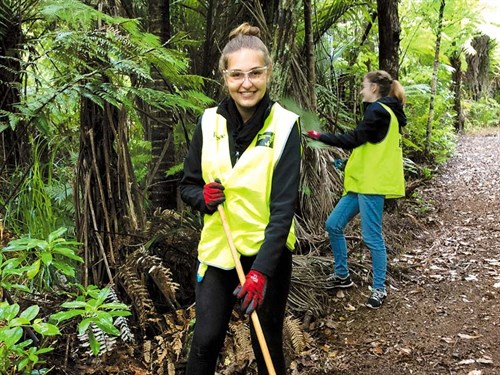 Track -maintenance -is -a -fun -voluteer -opportunity -too ---Credit ---Conservation -Volunteers -NZ