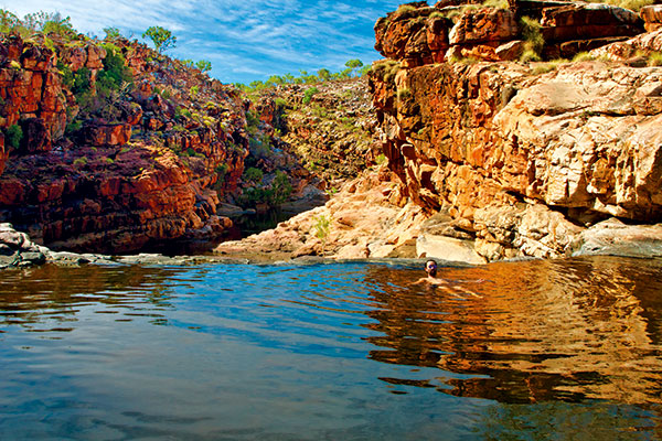 Swimming -in -Bell -Gorge -Falls -infinity -pool