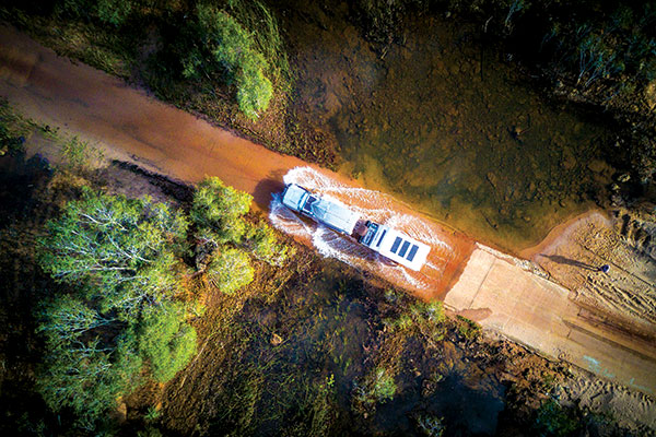 Driving -through -waterflows -at -the -Limmen -National -Park -NT