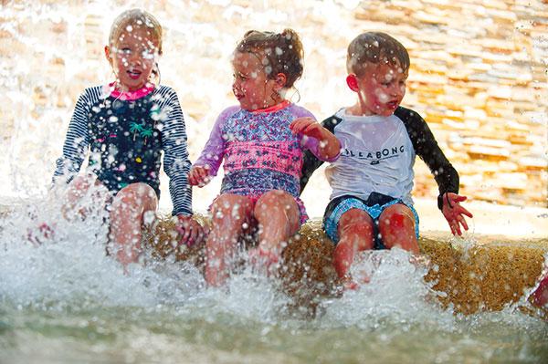 Kids -swimming -at -Fish -Feeding -in -NT