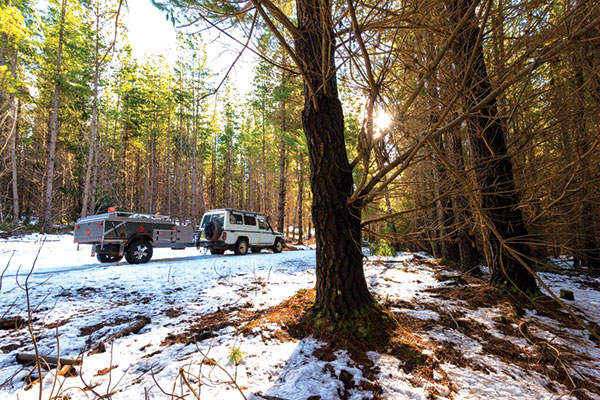 4WD-through -the -forest -on -the -snow -road -in -Oberon