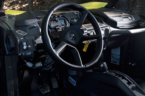 Can-Am Maverick Trail 1000 interior