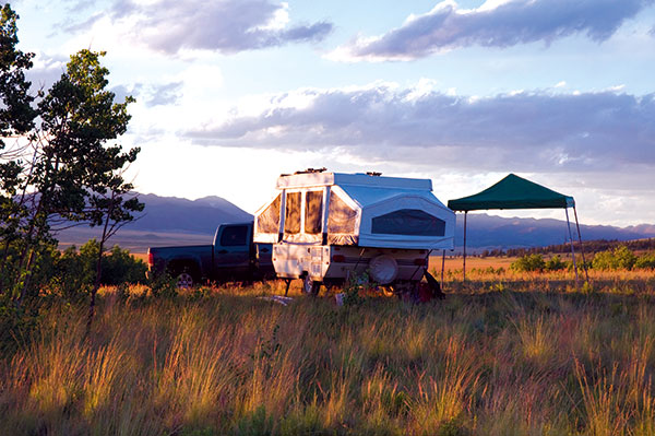 Camper -trailer -setup -in -the -country