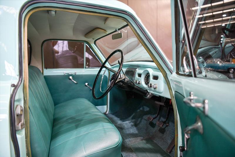 Gosford -Australia -FE-Holden -interior