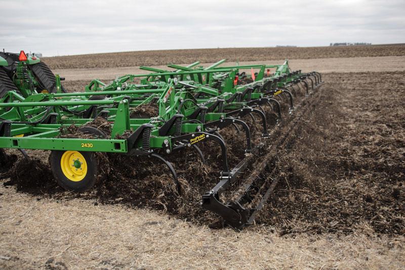 John -Deere -2430-chisel -plow