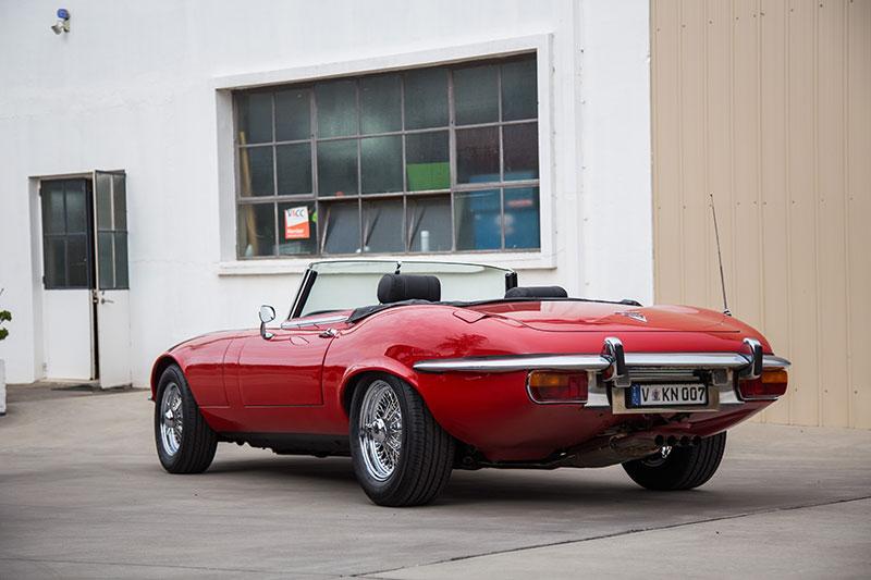 Jaguar -E-type -rear -quarter