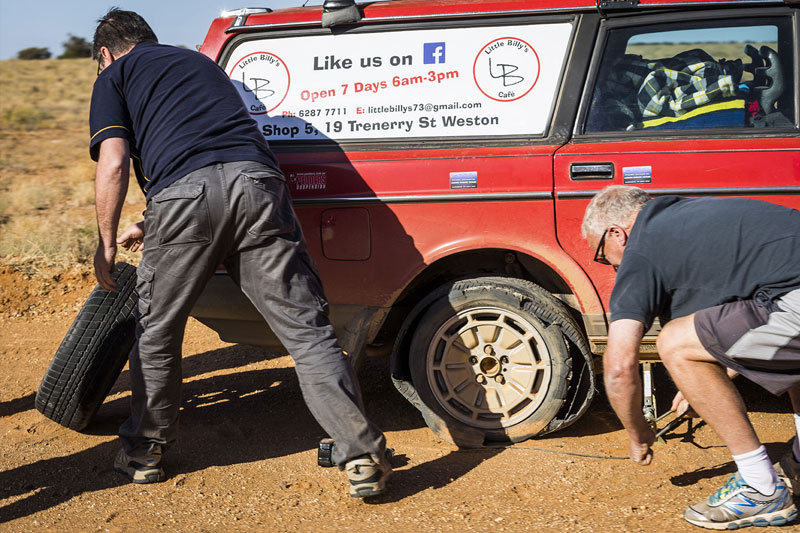 Shitbox -rally -tyre -change