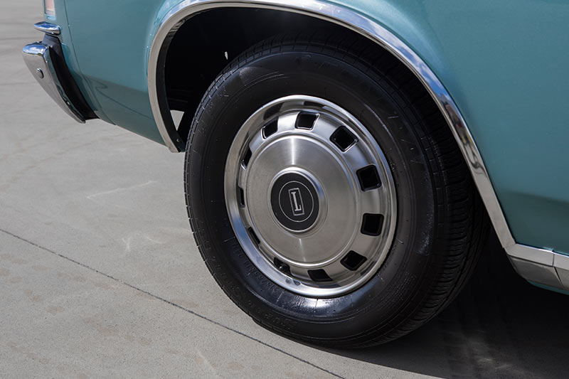 Ford -fairlane -p 6-wheel