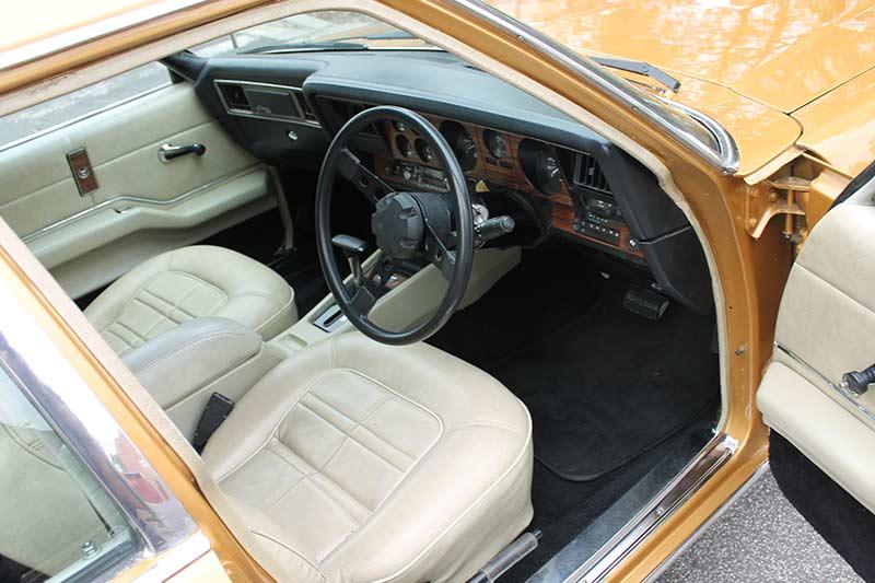 Holden -hx -interior