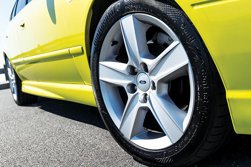 Ford -falcon -xr 6-wheel