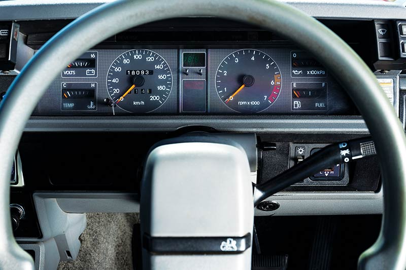 Holden -vl -commodore -turbo -dash -2