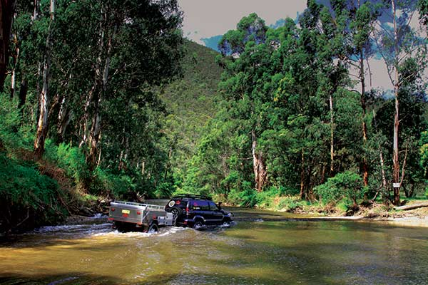 4WD-crossing -the -river -in -the -High -Country -2
