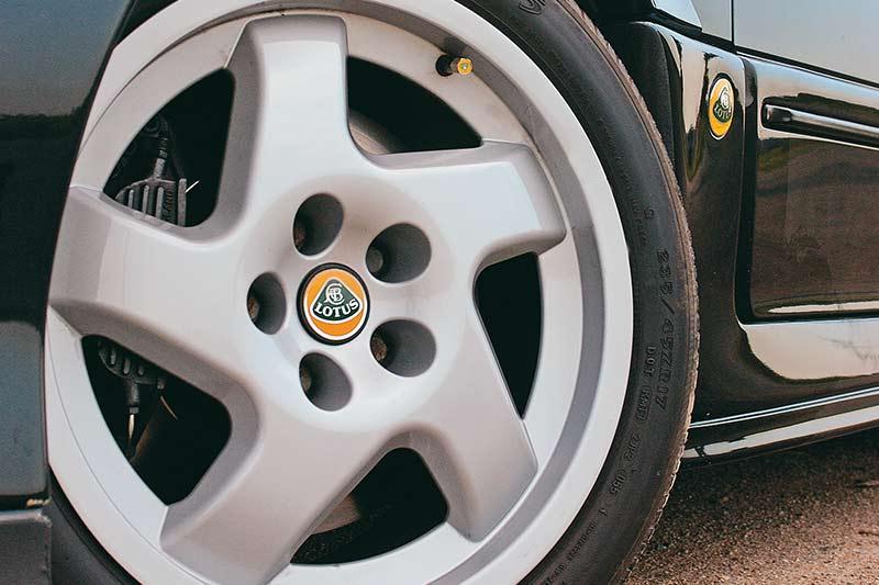 Lotus -carlton -wheel