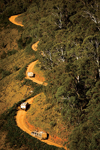 Caravan -and -camper -convoy -in -Victorian -High -Country