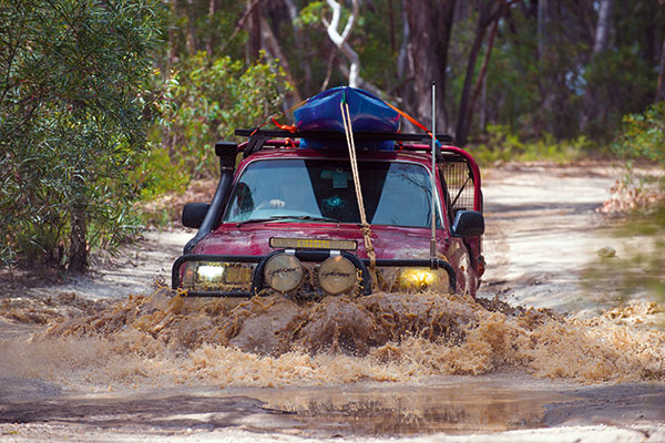 4WD-crossing -the -river