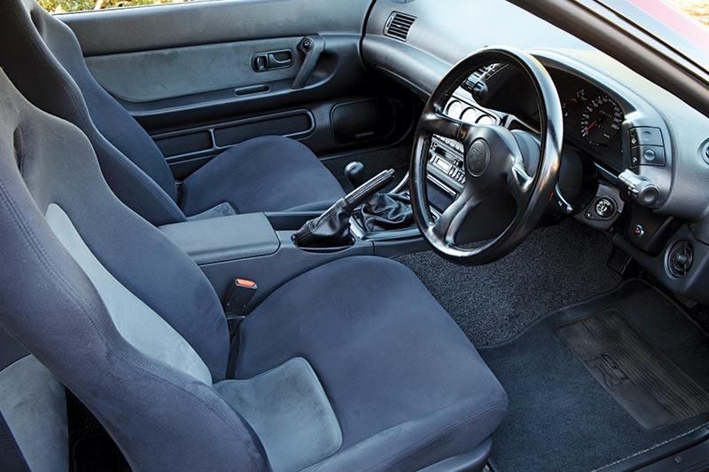 Nissan -skyline -gtr -interior
