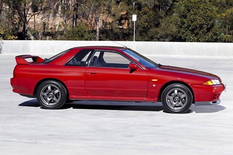 Nissan -skyline -gtr -side