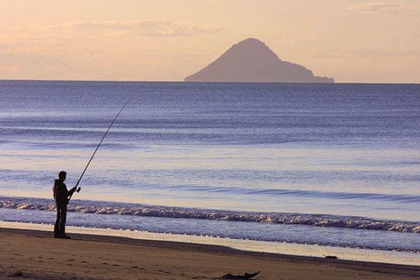 Lone -fisherman -New -Zealand -Whakatane