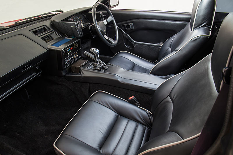 Toyota -mr 2-interior -front