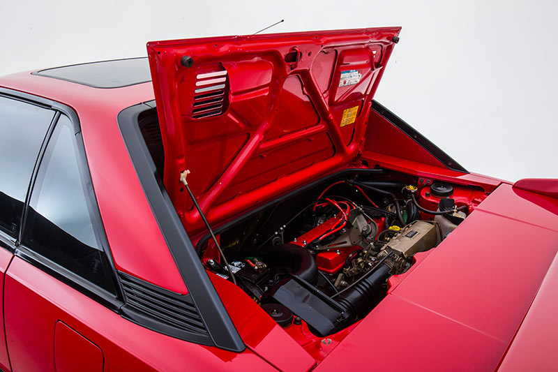 Toyota -mr 2-engine -bay -2