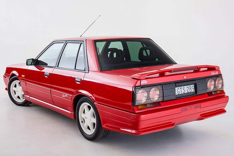 Nissan -skyline -r 31-rear