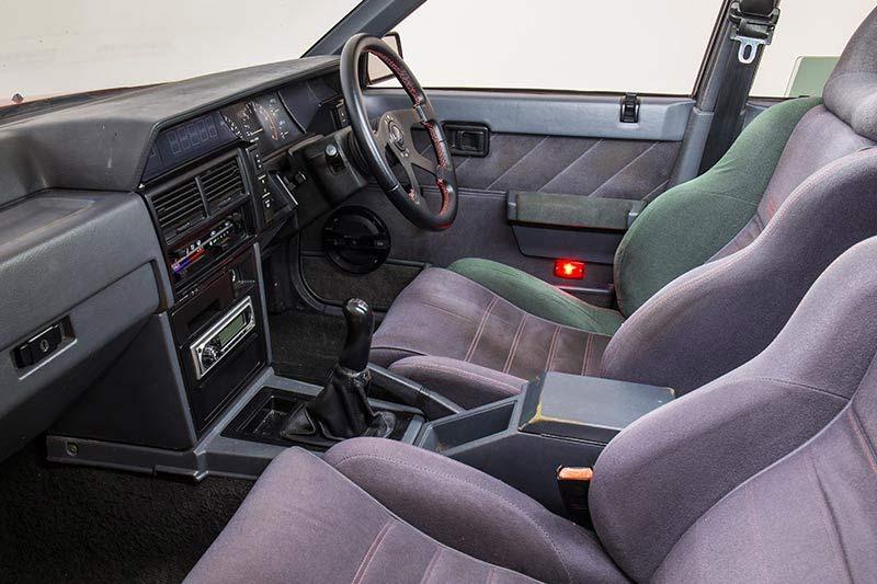 Nissan -skyline -r 31-interior