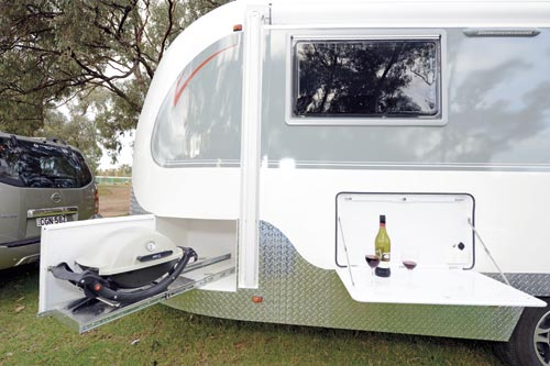 Aerovan caravan design