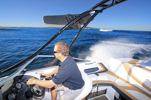 LARSON LX 225 boat