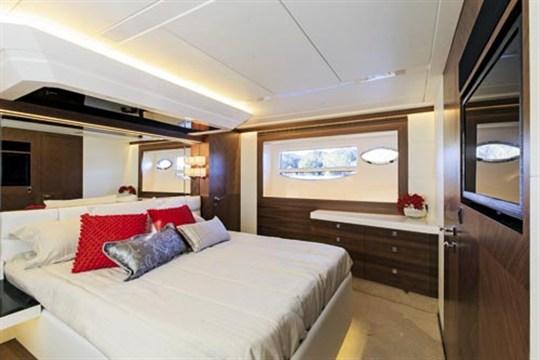 HORIZON E56 MASTER BEDROOM