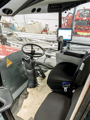 Hardi -Saritor -2-5500-self -propelled -sprayer -inside