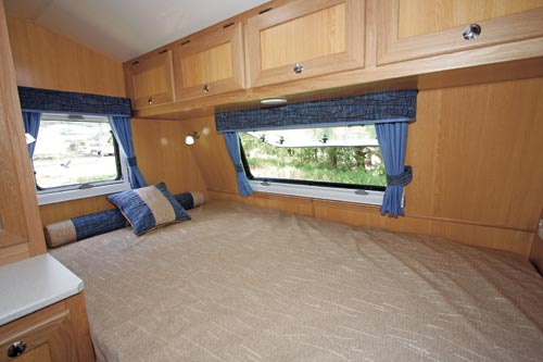 Kedron XC3 Compact Caravan -bedroom
