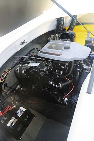 LARSON LX195SS MERCRUISER ENGINE