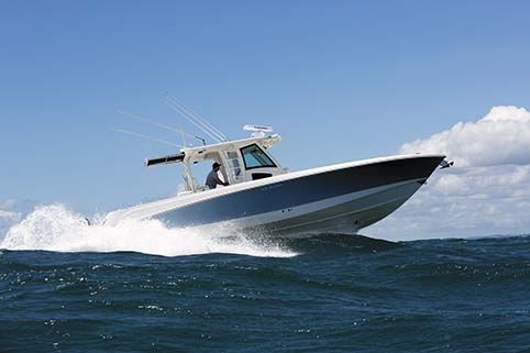 BOSTON WHALER 370 OUTRAGE HANDLING