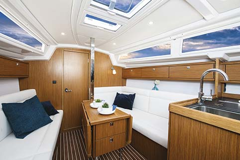 BAVARIA CRUISER 33 BELOW DECK
