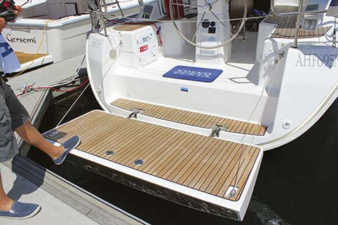 BAVARIA CRUISER 33 REAR DECK