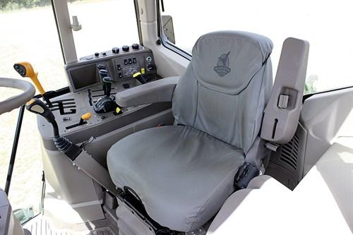 3567_John -Deere -6115M_cab -seat