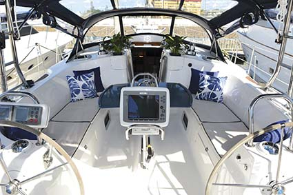 HUNTER 49 YACHT COCKPIT