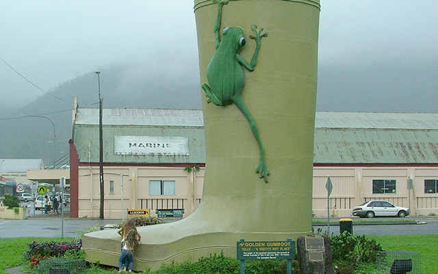 Tully Giant Gumboot