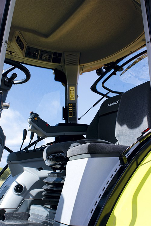 Claas -Arion -530-CIS_seat -and -controls