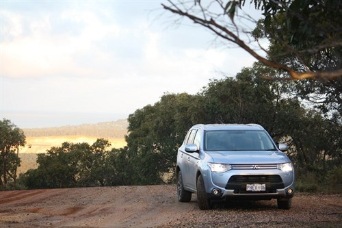 6_Mitsubishi Outlander PHEV_on The Dirt