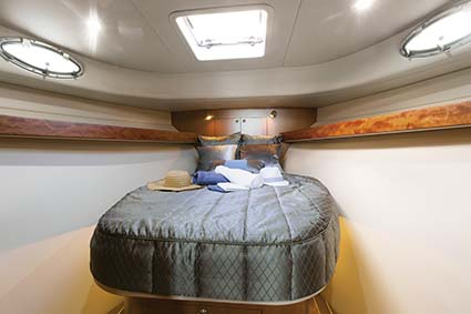 FAIRWAY 37 FLYBRIDGE CABIN