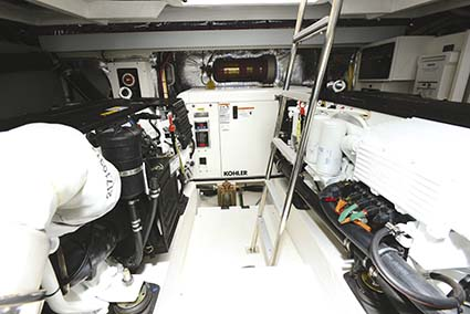 CRUISERS YACHTS 41 CANTIUS ENGINE ROOM