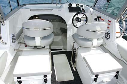 Cruise Craft Explorer 625 HT cockpit