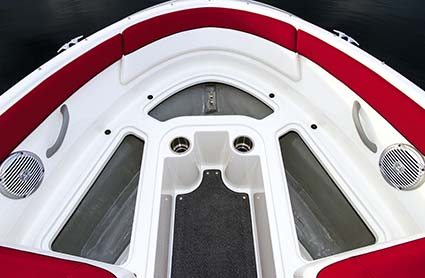 Bayliner 195 Bowrider bow storage