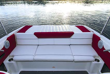 Bayliner 195 Bowrider rear lounge