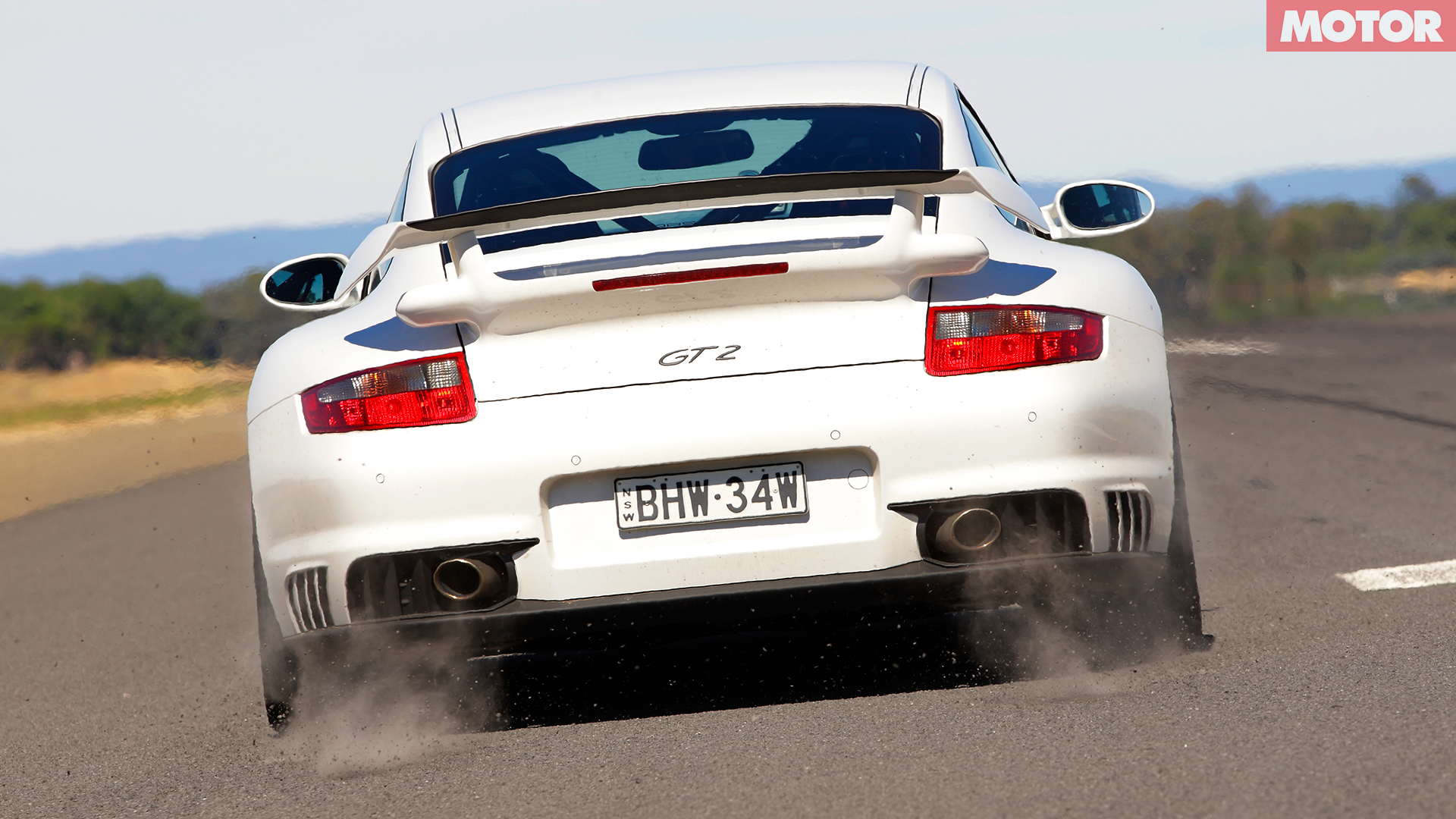 Nissan GT-R versus Porsche 911 GT2