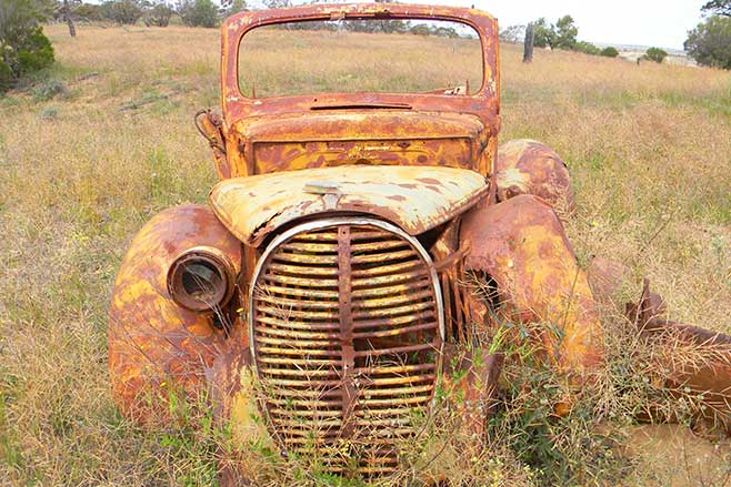 Murray -sunset -rusted -car