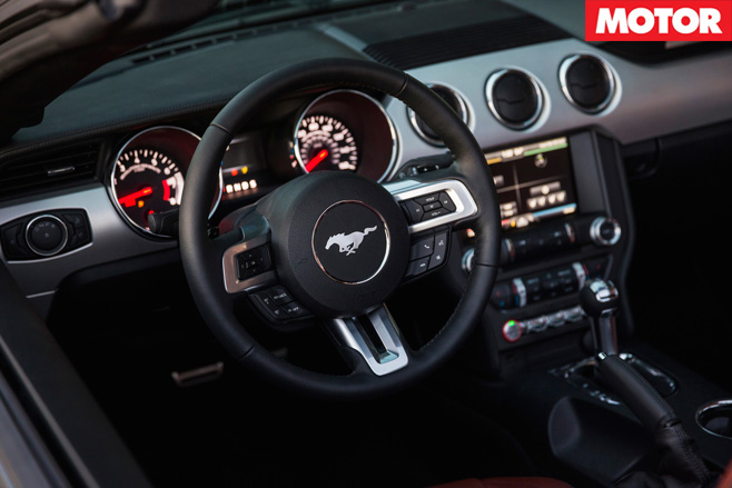 Ford Mustang V8 3