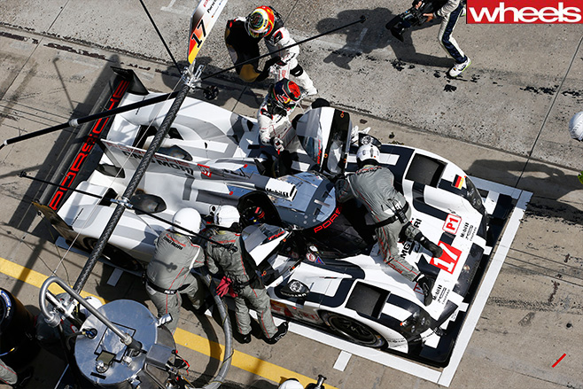 Mark -Webber -and -Porsche -car -pit -stop